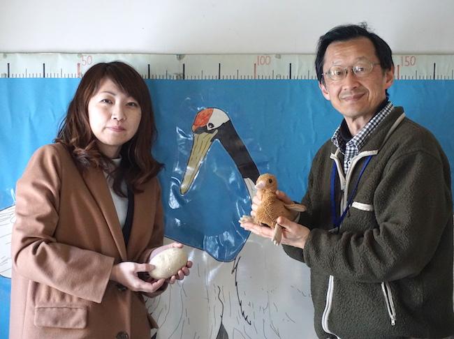 鶴居・伊藤タンチョウサンクチュアリでレンジャーの原田修さんと