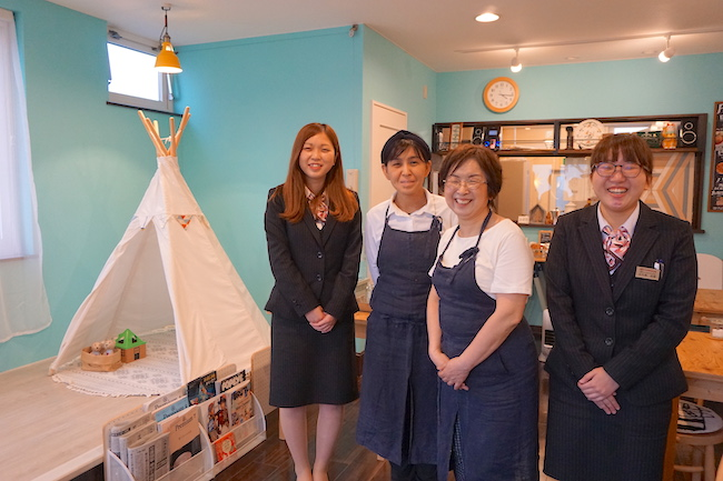 釧路 緑ヶ丘にあるcafe fika(かふぇ ふぃーか)の矢作香織店長と京子さん