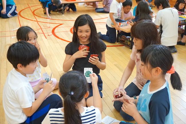 武佐児童センターでのボードゲームサークルlotusのイベントの様子