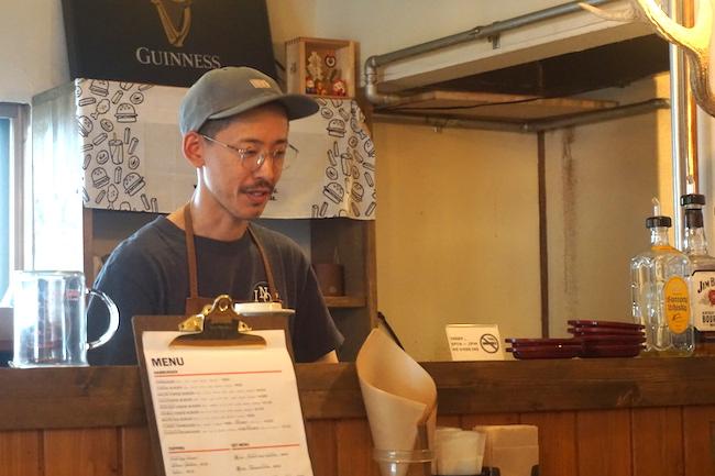 釧路にあるハンバーガー専門店「eureka_SouthAve(エウレカ サウスアベニュー)」の店長 川原宏太さん
